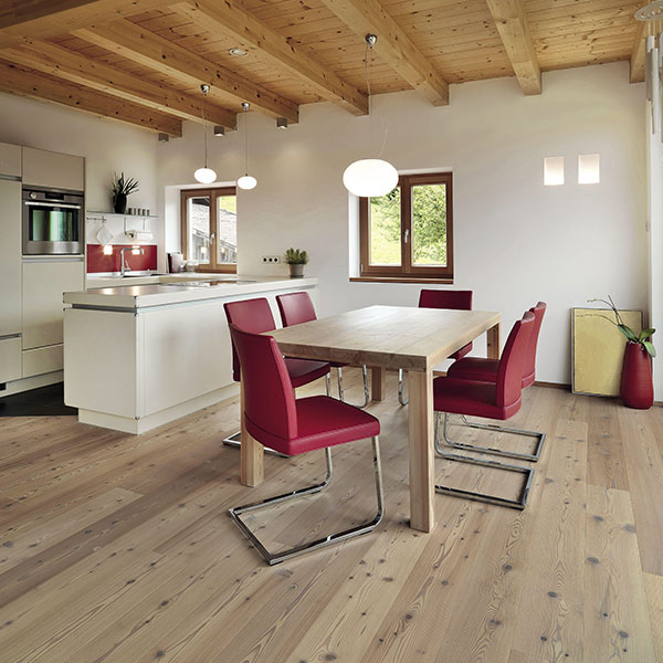 Larch Italian Wide Plank Wood Flooring in Kitchen and Dining Area | Wood Flooring System for Interior Designers Tavolato Veneto